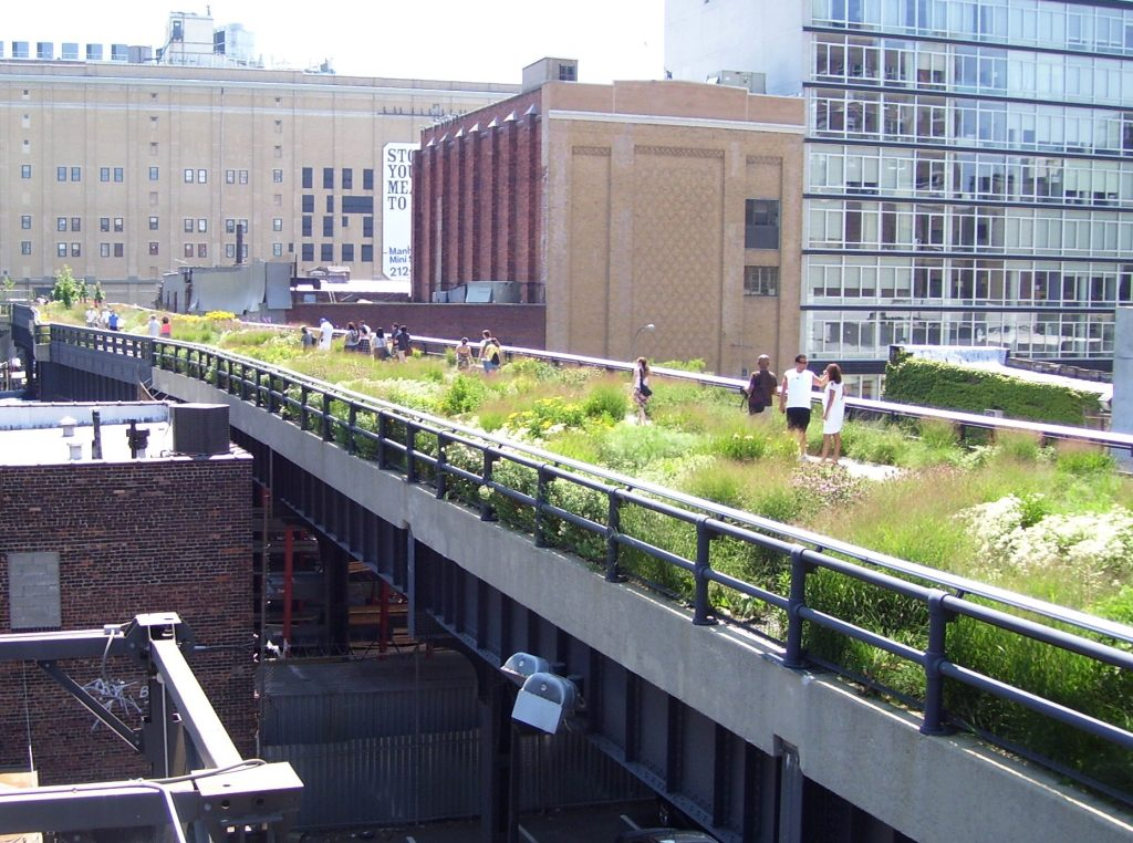 https://upload.wikimedia.org/wikipedia/commons/1/1d/High_Line_20th_Street_looking_downtown-new-york