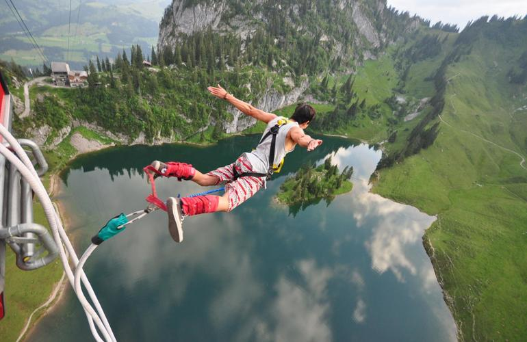 Bungee Jumping-flying together